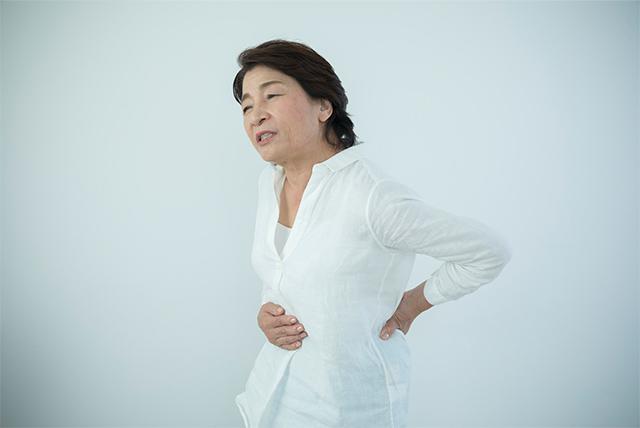 腰痛の原因はおなかのコリ?